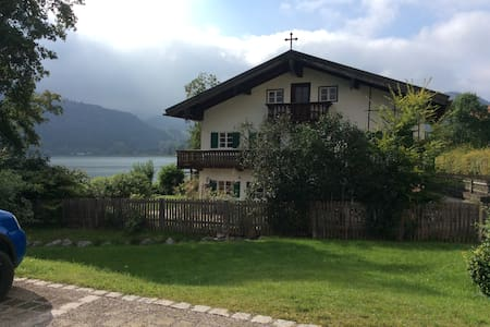 1 1/2 Room in Lakehouse with lake view and beach - Schliersee - 단독주택