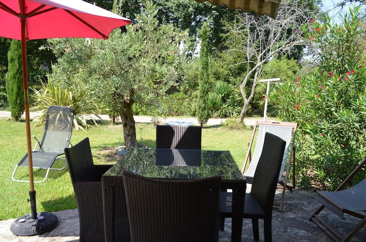 Logement de charme avec jardin à 150m de la plage - Poggio-Mezzana - Hus