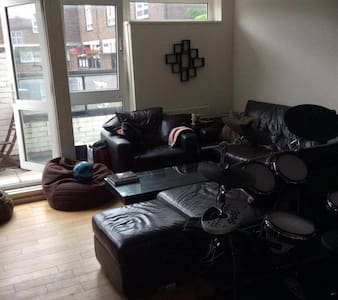 Cozy Double Bedroom in Bustling Camden - London - Apartment
