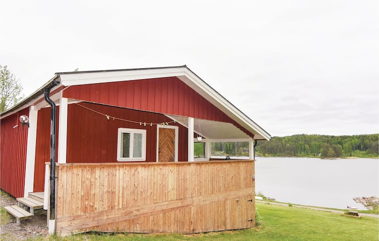 Holiday cottage with 2 bedrooms on 65 m² in Klässbol