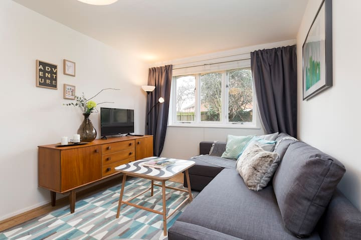 Retro 1 Bed Sleeps 4 -10 Minutes to Borough Market