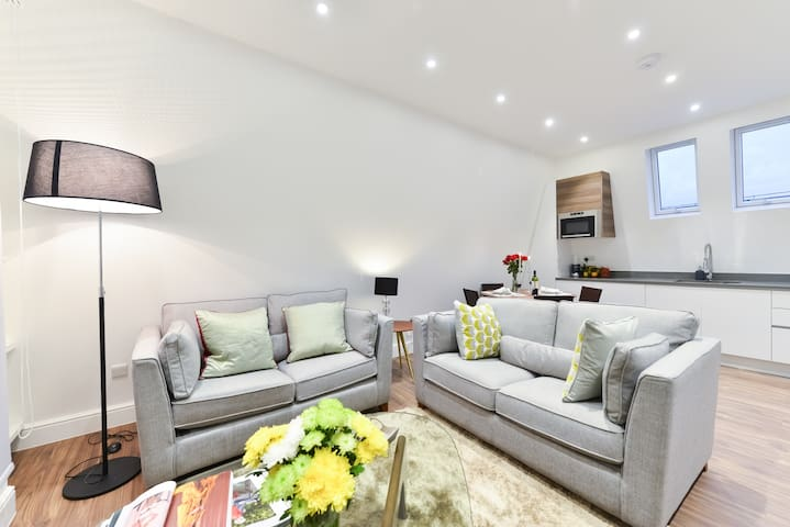 Exceptional 2 Bedroom Penthouse Close To Camden