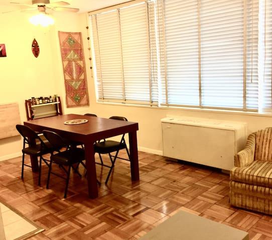 Amazing Location - Studio Apartment in Dupont