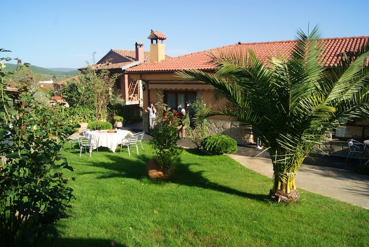 House with 3 bedrooms in Sotoserrano, with wonderful mountain view, enclosed garden and WiFi - 45 km from the slopes