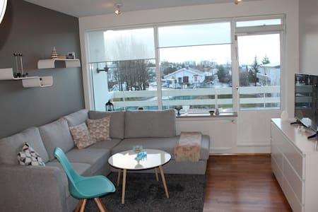 Cozy apartm. - 10 min drive to center of Reykjavik - Kópavogur