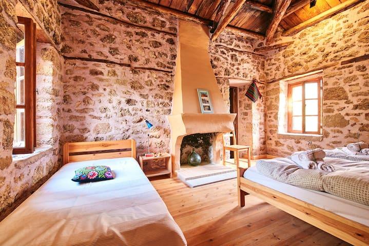 Triple-Room - Hostel Elisson/Agroikia