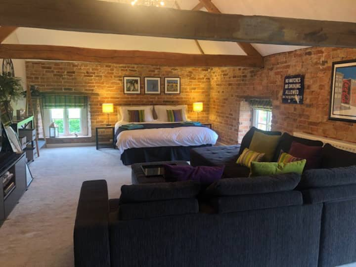 Stunning studio loft room in the heart of Rutland.