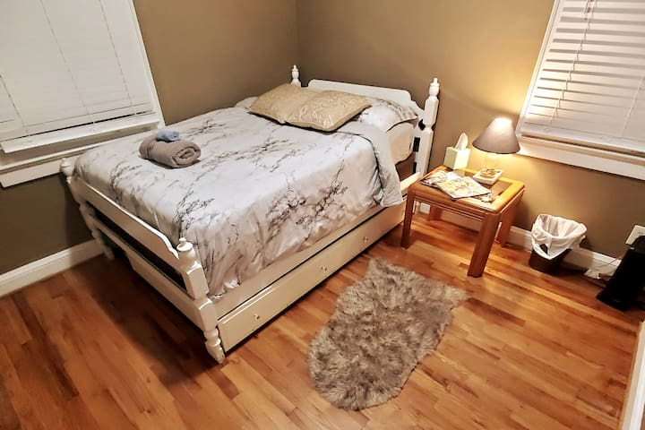 Tranquil / Full Bed/ PrivateRoom/ NoCleaningFee