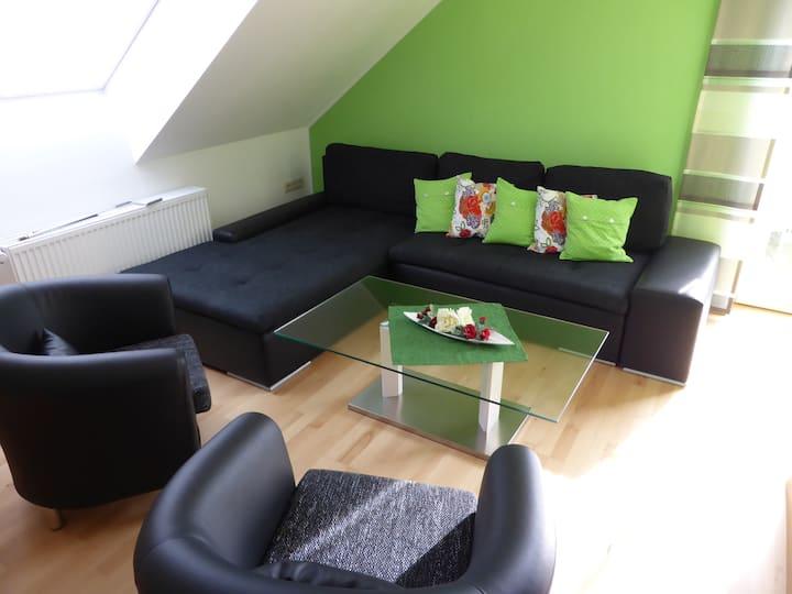 Hermanns Dorfidyle (Wechingen), Moderne Ferienwohnung im Dachgeschoss und ruhiger Lage