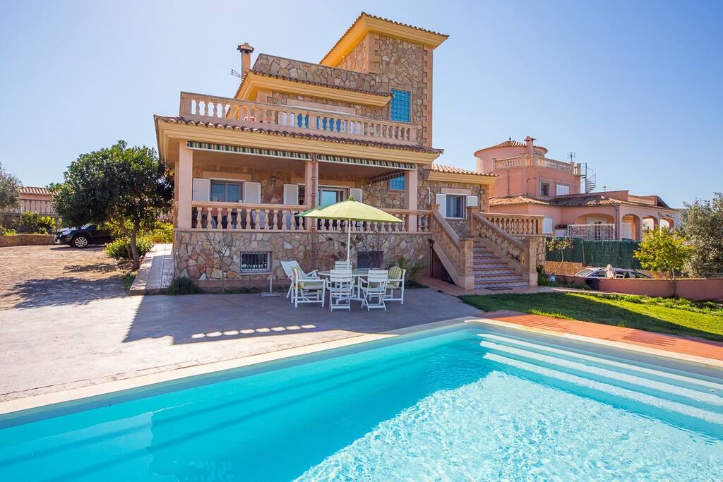 Casa con jardín & piscina House with garden & swimming pool