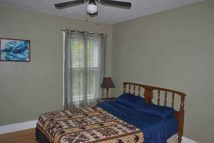 Private 2nd Floor Bedroom #2 - Hallowell - Hus