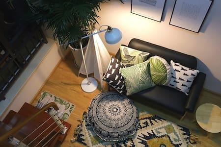 昆明北欧风格loft现代公寓,免费做饭洗衣,紧邻商圈和地铁。 - Kunming - Apartemen