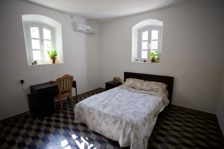 Quiet, historical Neve Tsedek apartment