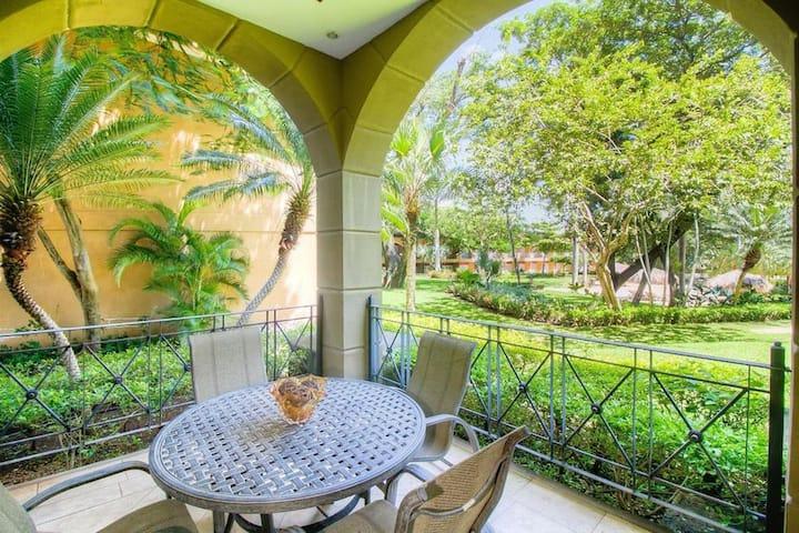 Luxury 3BR 3.5BA Poolside Condo, Matapalo #101