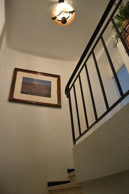 Entrée indépendante au 1er étage de la villa
