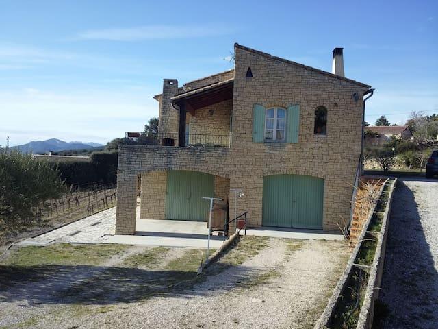Appartement en Rdc d'une grande maison en pierres - Crillon-le-Brave - Daire