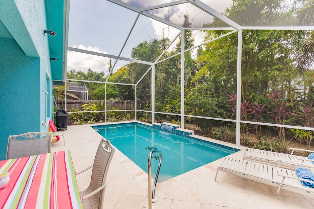 Grill, plenty of seating, pool toys