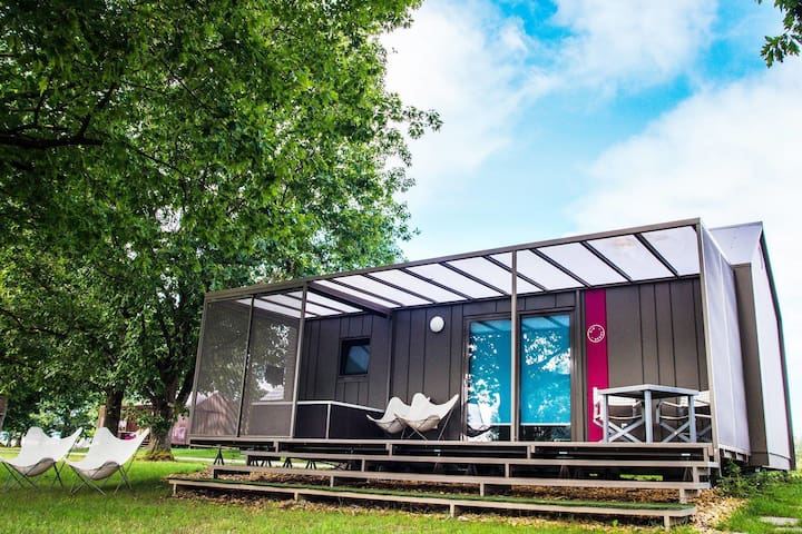 Comfortable mobile home with spacious terrace and private jacuzzi, at Kolpa river