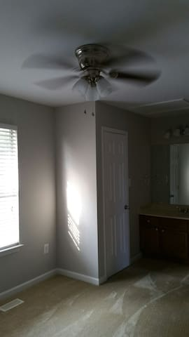 Cozy private bedroom with Internet - Stafford - Daire