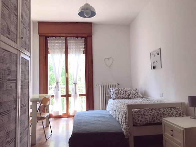 Wide room with great location in Milan