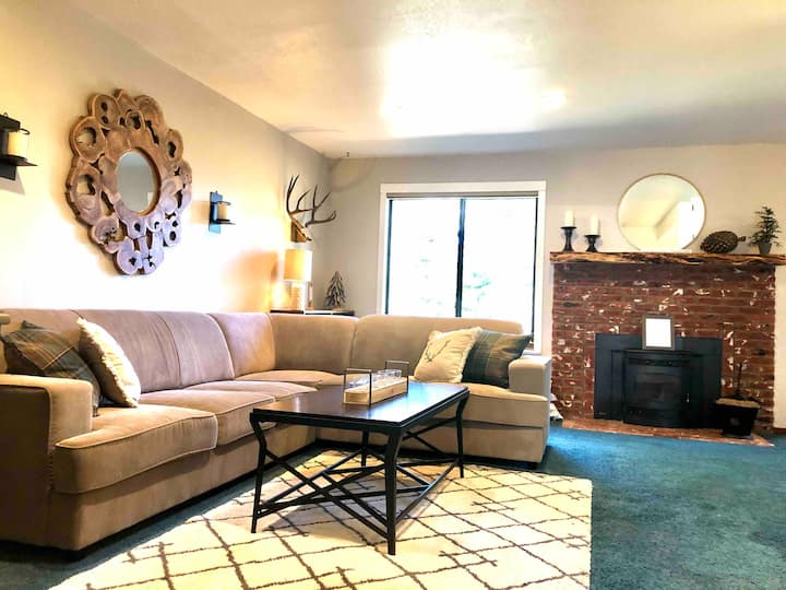 Mammoth Mountain Condo- Essential Stay only