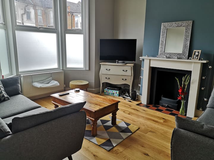 Beautiful 2 bedroom house available in Catford