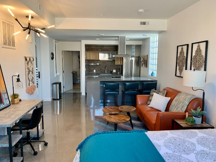 Month to Month Furnished Studio in River District