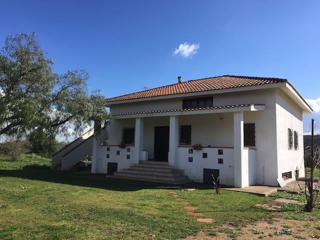 Graziosa villa nel verde ad Iglesias