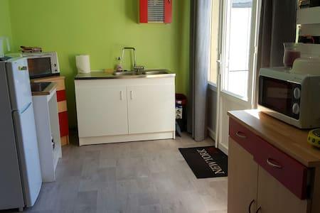 Dépendance entièrement rénovée - Monts - House