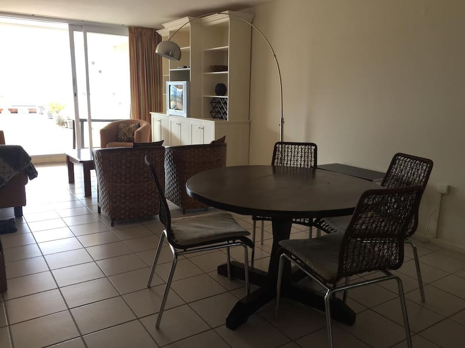 Open plan dining to lounge onto large patio