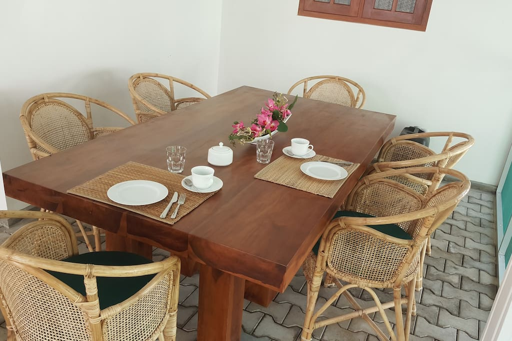 dining table in the screened-in patio