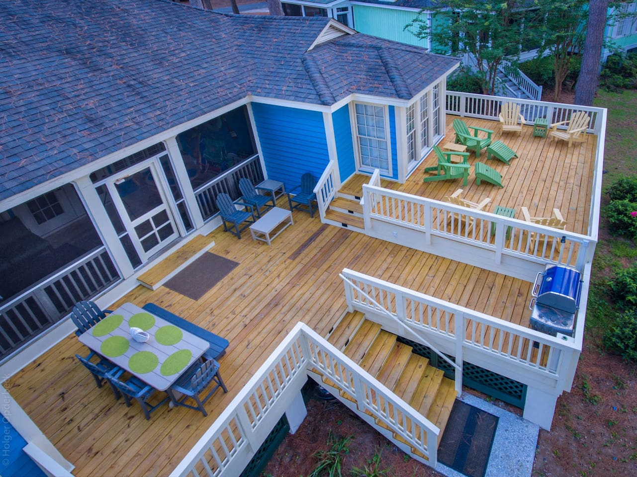 Spectacular dining/lounge deck