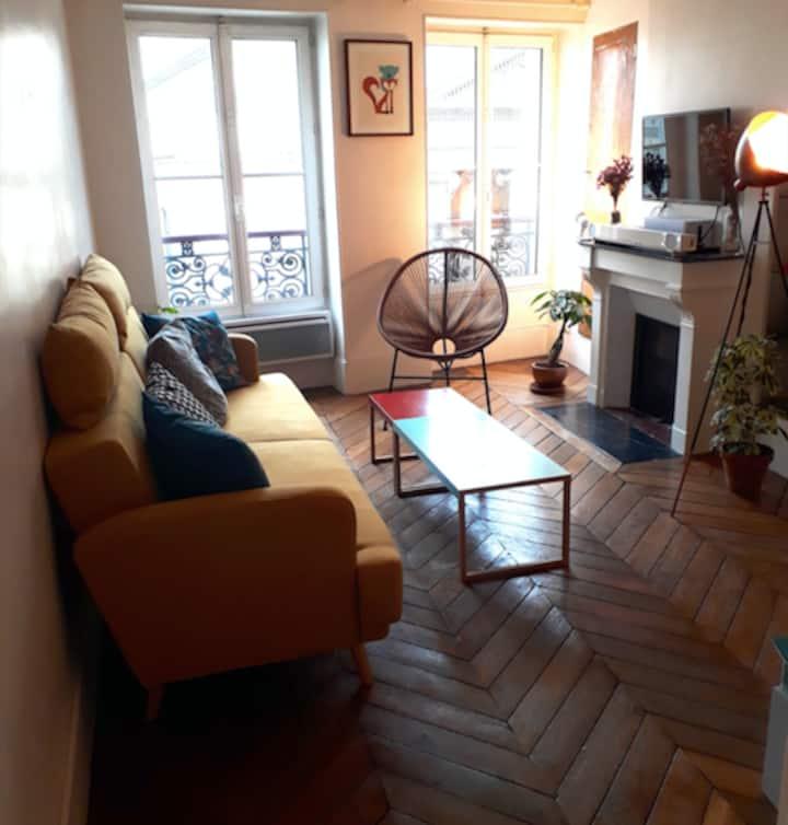 Charming flat in Marais