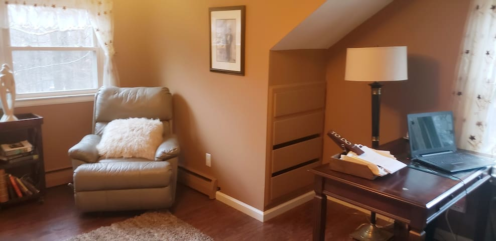 Office/den/2nd room for sleeping 2nd floor 100% for guest private