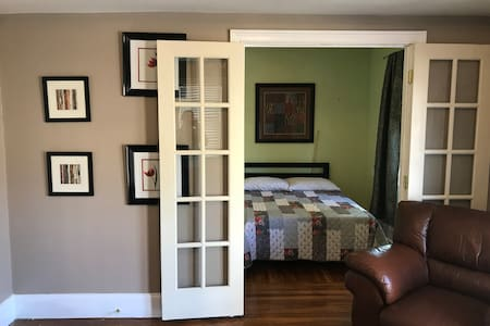 Federal Hill, Master Suite (room 4)