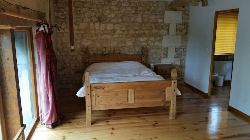 Ensuite bedroom in barn conversion - Courpignac, Aquitaine-Limousin-Poitou-Charentes, FR