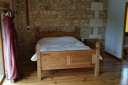 Ensuite bedroom in barn conversion - Courpignac, Aquitaine-Limousin-Poitou-Charentes, FR - Casa