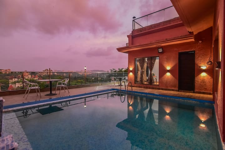 Luxury Pool & Deck - Villa No 104 - Royal Palms