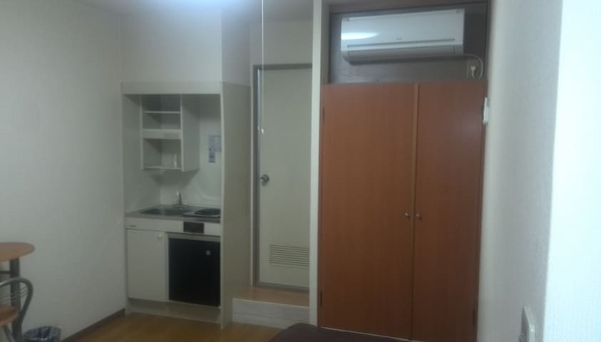 The room is a 3-minute walk from Subway Namba Station, is on the 4th floor, and is equipped with a pocket Wi-Fi (LTE)