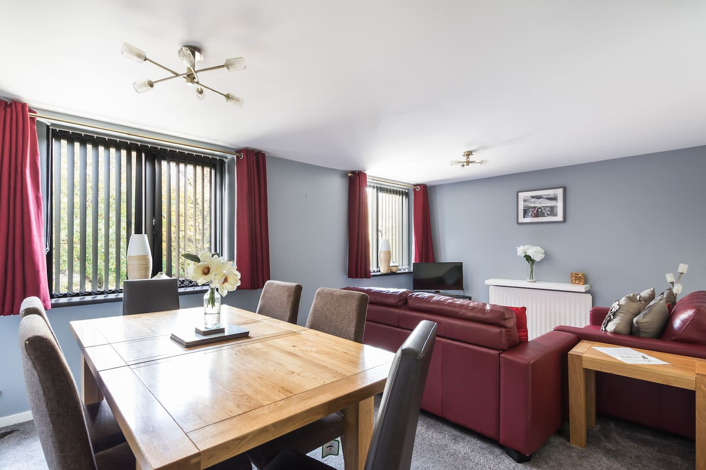 Ouseburn Suite is 1 of 3 apartments close to Newcastle City Centre, RVi and University.  Great space for socialising or for having a meeting.