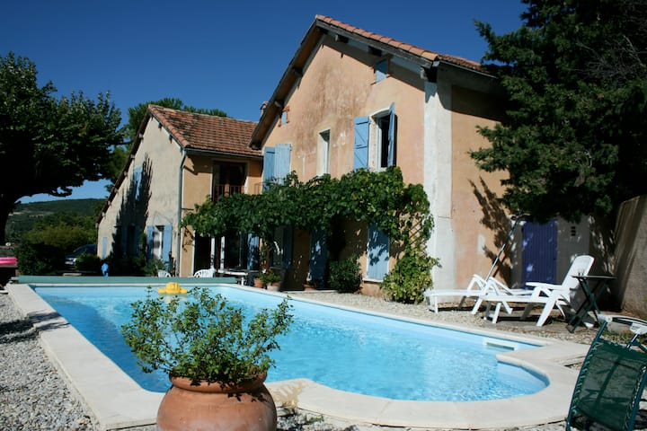 Provencal villa with private pool, vineyard views