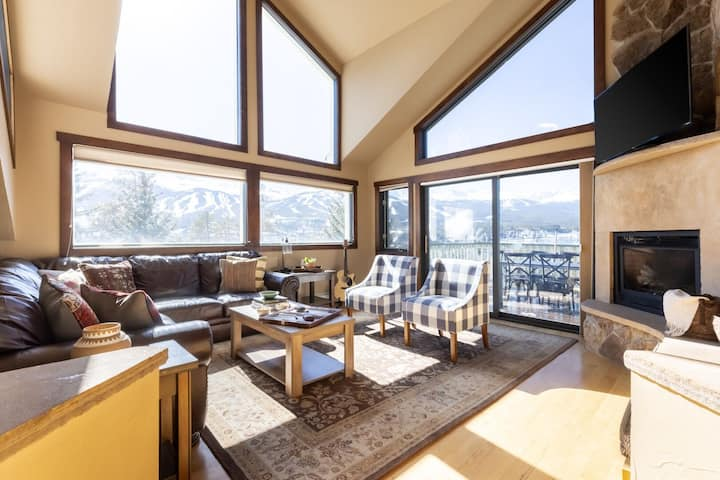 Frontier by AvantStay | Incredible Mtn Views & Hot Tub | Gorgeous Breckenridge Home Close to Slopes