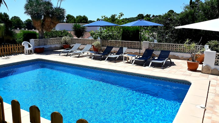 Spacious sunny villa with big private pool