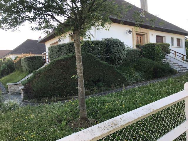 Chambre privée dans luxueuse villa près de Caen