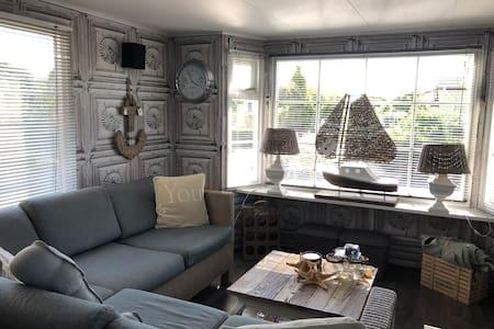 Luxe Riviera Maison Chalet in Zeeland Zeeuwse Kust