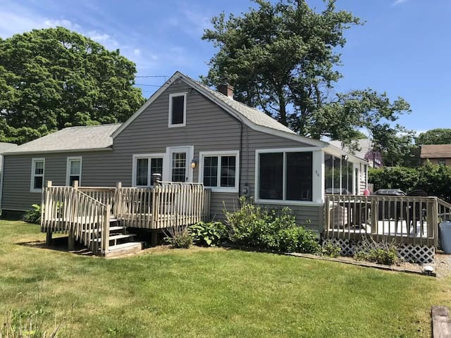 Beachy Cottage in Central Location! Great Pricing!