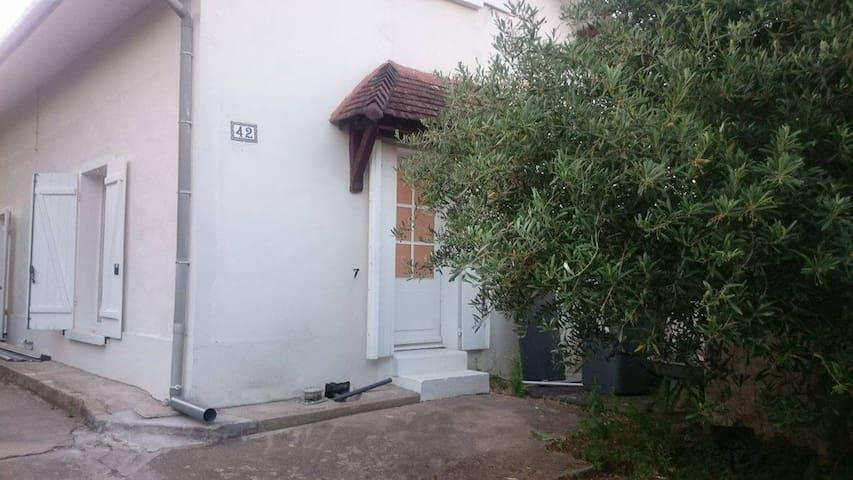 Studio cosy et moderne,  35 km de Paris - Corbeil-Essonnes - Daire