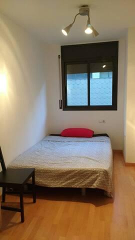 Habitación muy bien comunicada con Barcelona y UAB