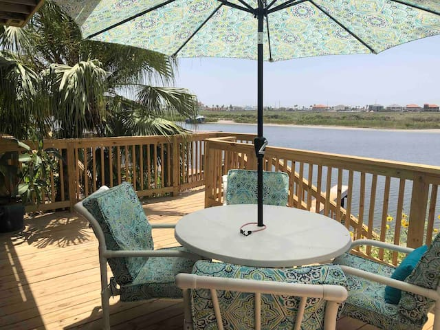 WATERFRONT & 2 blocks from the beach