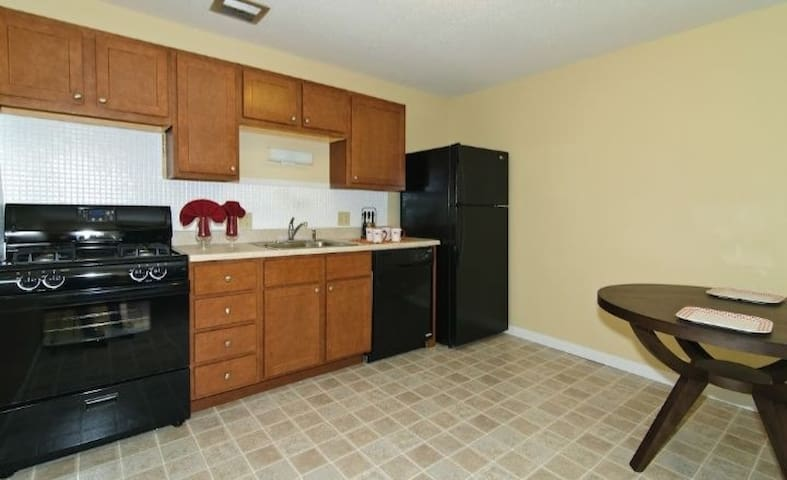 Clean Affordable Room For Rent Near Airport